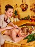 μπαμπού που παίρνει massage spa τη γ&upsi Στοκ φωτογραφίες με δικαίωμα ελεύθερης χρήσης