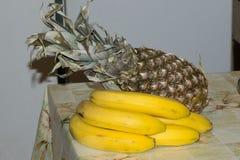 Μπανάνα και ανανάς Στοκ εικόνες με δικαίωμα ελεύθερης χρήσης