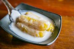 Μπανάνα που μαγειρεύεται στο γάλα καρύδων Στοκ φωτογραφία με δικαίωμα ελεύθερης χρήσης