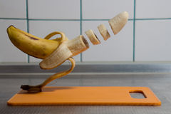 μπανάνα που τεμαχίζεται Στοκ εικόνες με δικαίωμα ελεύθερης χρήσης