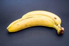 Μπανάνα στο Μαύρο Στοκ Φωτογραφία