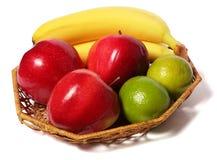 Μπανάνα το κόκκινο μήλο που απομονώνεται με στο λευκό στοκ φωτογραφίες