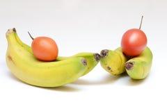 Μπανάνες και γαλλικές ντομάτες Στοκ εικόνα με δικαίωμα ελεύθερης χρήσης