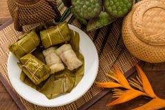 Μπανάνες με το κολλώδη ρύζι & x28 Χαλί του Tom Khao ή Khao Tom Pad& x29  Ταϊλανδικό de Στοκ Φωτογραφία