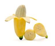 Μπανάνες που απομονώνονται στο άσπρο υπόβαθρο στοκ φωτογραφία με δικαίωμα ελεύθερης χρήσης