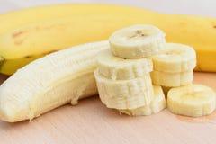 μπανάνες που τεμαχίζοντα&io Στοκ Φωτογραφίες