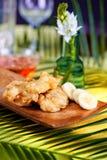 Μπανάνες Tempura σε ένα ξύλινο πιάτο Στοκ φωτογραφία με δικαίωμα ελεύθερης χρήσης