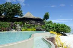Μπανγκαλόου παραλιών στο τροπικό νησί Ειρηνικών Ωκεανών. Στοκ φωτογραφία με δικαίωμα ελεύθερης χρήσης