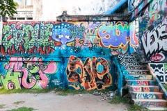 ΜΠΑΝΓΚΟΚ, ΤΑΪΛΑΝΔΗΣ - 14.2016 ΝΟΕΜΒΡΙΟΥ: Άγνωστη ζωγραφική καλλιτεχνών γκράφιτι στην οικοδόμηση του πάρκου Λα Chalerm, περιοχή Ra Στοκ Φωτογραφίες