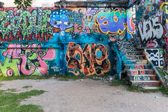ΜΠΑΝΓΚΟΚ, ΤΑΪΛΑΝΔΗΣ - 14.2016 ΝΟΕΜΒΡΙΟΥ: Άγνωστη ζωγραφική καλλιτεχνών γκράφιτι στην οικοδόμηση του πάρκου Λα Chalerm, στην περιο Στοκ φωτογραφίες με δικαίωμα ελεύθερης χρήσης