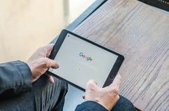 ΜΠΑΝΓΚΟΚ, ΤΑΪΛΑΝΔΗ - 18 ΑΠΡΙΛΊΟΥ 2017: Εικονίδια Google στη μηχανή αναζήτησης Ιστού Στοκ Εικόνες