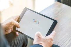 ΜΠΑΝΓΚΟΚ, ΤΑΪΛΑΝΔΗ - 18 ΑΠΡΙΛΊΟΥ 2017: Εικονίδια Google στη μηχανή αναζήτησης Ιστού Στοκ φωτογραφία με δικαίωμα ελεύθερης χρήσης