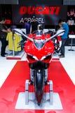 ΜΠΑΝΓΚΟΚ ΤΑΪΛΑΝΔΗ - 23 ΑΥΓΟΎΣΤΟΥ 2014: Η μοτοσικλέτα Ducati είναι στην επίδειξη στη μεγάλη πώληση μηχανών, Bitec Bangna, Μπανγκόκ Στοκ Εικόνες