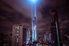 ΜΠΑΝΓΚΟΚ, ΤΑΪΛΑΝΔΗ - 28 ΑΥΓΟΎΣΤΟΥ 2016: Το νέο σύγχρονο κτήριο της Μπανγκόκ εντοπίζει στην επιχειρησιακή περιοχή, πύργος Mahanakh Στοκ Φωτογραφία