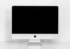 ΜΠΑΝΓΚΟΚ, ΤΑΪΛΑΝΔΗ - 14 Αυγούστου 2015: Φωτογραφία του νέου iMac 21 5 με Στοκ φωτογραφία με δικαίωμα ελεύθερης χρήσης