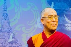 ΜΠΑΝΓΚΟΚ, ΤΑΪΛΑΝΔΗ - 19 ΔΕΚΕΜΒΡΊΟΥ: Αριθμός κεριών του διάσημου Dalai Στοκ Φωτογραφία