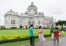 ΜΠΑΝΓΚΟΚ, ΤΑΪΛΑΝΔΗ - 21 Ιουλίου 2015: Πλήθος των τουριστών στο Anant Στοκ Εικόνες
