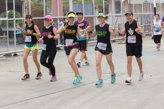 ΜΠΑΝΓΚΟΚ ΤΑΪΛΑΝΔΗ - 29 ΜΑΐΟΥ: αθλητισμός και υγιείς άνθρωποι που τρέχουν μέσα Στοκ Φωτογραφία