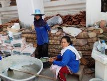 ΜΠΑΝΓΚΟΚ, ΤΑΪΛΑΝΔΗ - ΜΠΑΝΓΚΟΚ, ΤΑΪΛΑΝΔΗ - 20 ΙΑΝΟΥΑΡΊΟΥ 2013: Ταϊλανδικό wo στοκ φωτογραφίες με δικαίωμα ελεύθερης χρήσης