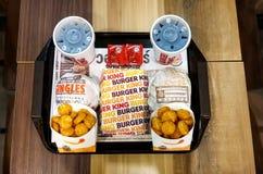 ΜΠΑΝΓΚΟΚ, ΤΑΪΛΑΝΔΗ - 23 ΟΚΤΩΒΡΊΟΥ 2017: Δύο σύνολα γεύματος της Burger King Στοκ Εικόνες