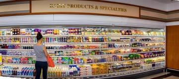 ΜΠΑΝΓΚΟΚ, ΤΑΪΛΑΝΔΗ - 13 ΟΚΤΩΒΡΊΟΥ: Θηλυκά καταστήματα πελατών στο dai Στοκ φωτογραφία με δικαίωμα ελεύθερης χρήσης