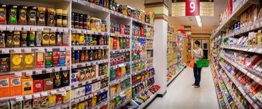 ΜΠΑΝΓΚΟΚ, ΤΑΪΛΑΝΔΗ - 15 ΟΚΤΩΒΡΊΟΥ: Καταστήματα πελατών στο διάδρομο 9, το γ Στοκ φωτογραφία με δικαίωμα ελεύθερης χρήσης