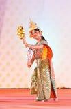 ΜΠΑΝΓΚΟΚ, ΤΑΪΛΑΝΔΗ - ΣΤΙΣ 15 ΙΑΝΟΥΑΡΊΟΥ: Ταϊλανδικό παραδοσιακό φόρεμα. δράστες π Στοκ Φωτογραφία