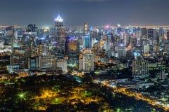 ΜΠΑΝΓΚΟΚ, ΤΑΪΛΑΝΔΗ - ΤΟΝ ΑΎΓΟΥΣΤΟ ΤΟΥ 2015 CIRCA: Ορίζοντας της Μπανγκόκ, Ταϊλάνδη τή νύχτα στοκ φωτογραφία με δικαίωμα ελεύθερης χρήσης