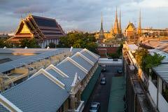 ΜΠΑΝΓΚΟΚ, ΤΑΪΛΑΝΔΗ - ΤΟΝ ΑΎΓΟΥΣΤΟ ΤΟΥ 2015 CIRCA: Πανόραμα Wat Pho στο ηλιοβασίλεμα, Μπανγκόκ, Ταϊλάνδη στοκ εικόνες
