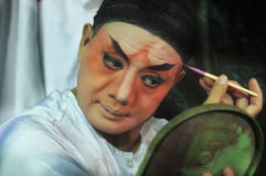 ΜΠΑΝΓΚΟΚ ΤΑΪΛΑΝΔΗ - τον Οκτώβριο του 2015: Δράστης makeup για την κινεζική όπερα Στοκ Φωτογραφίες
