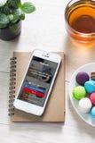 ΜΠΑΝΓΚΟΚ, ΤΑΪΛΑΝΔΗ - 14 ΦΕΒΡΟΥΑΡΊΟΥ 2016: Κινηματογράφηση σε πρώτο πλάνο που πυροβολείται του ολοκαίνουργιου iPhone 5 της Apple Στοκ φωτογραφίες με δικαίωμα ελεύθερης χρήσης