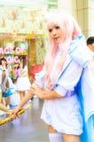 Ένα μη αναγνωρισμένο ιαπωνικό anime cosplay θέτει. Στοκ φωτογραφία με δικαίωμα ελεύθερης χρήσης