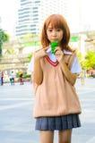 Ένα μη αναγνωρισμένο ιαπωνικό anime cosplay θέτει. Στοκ Φωτογραφία