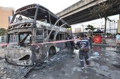 Μπανγκόκ/Ταϊλάνδη - 12 01 2013: Ένα λεωφορείο πήρε το σύνολο στην πυρκαγιά στο δρόμο Ramkhamhaeng Στοκ Φωτογραφία