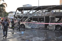 Μπανγκόκ/Ταϊλάνδη - 12 01 2013: Ένα λεωφορείο πήρε το σύνολο στην πυρκαγιά στο δρόμο Ramkhamhaeng Στοκ φωτογραφία με δικαίωμα ελεύθερης χρήσης