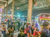 Μπανγκόκ, Ταϊλάνδη - 7 Ιουλίου 2017: Πλήθη των ανθρώπων που περιμένουν το β στοκ εικόνα με δικαίωμα ελεύθερης χρήσης