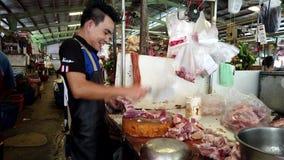 Μπανγκόκ, Ταϊλάνδη - 2019-03-17 - κρέας αμυχών προμηθευτών αγοράς για την πώληση φιλμ μικρού μήκους