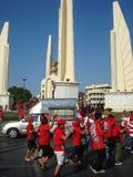Μπανγκόκ/Ταϊλάνδη - 03 14 2010: Κόκκινη διαμαρτυρία πουκάμισων ενάντια στο gouvernment στο μνημείο δημοκρατίας Στοκ φωτογραφία με δικαίωμα ελεύθερης χρήσης