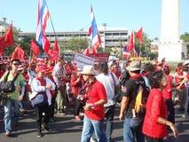 Μπανγκόκ/Ταϊλάνδη - 03 14 2010: Κόκκινη διαμαρτυρία πουκάμισων ενάντια στο gouvernment στο μνημείο δημοκρατίας Στοκ εικόνες με δικαίωμα ελεύθερης χρήσης