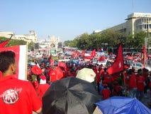 Μπανγκόκ/Ταϊλάνδη - 03 14 2010: Κόκκινη διαμαρτυρία πουκάμισων ενάντια στο gouvernment στο μνημείο δημοκρατίας Στοκ φωτογραφίες με δικαίωμα ελεύθερης χρήσης