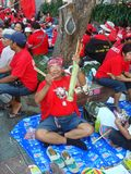 Μπανγκόκ/Ταϊλάνδη - 03 14 2010: Κόκκινη διαμαρτυρία πουκάμισων ενάντια στο gouvernment στο μνημείο δημοκρατίας Στοκ Φωτογραφίες