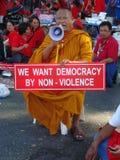 Μπανγκόκ/Ταϊλάνδη - 03 14 2010: Κόκκινη διαμαρτυρία πουκάμισων ενάντια στο gouvernment στο μνημείο δημοκρατίας Στοκ Εικόνες