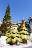 Μπανγκόκ, Ταϊλάνδη: Στις 3 Δεκεμβρίου 2017 διακόσμηση Χριστουγέννων με το χριστουγεννιάτικο δέντρο, το γλυπτό Άγιου Βασίλη, τον τ Στοκ φωτογραφίες με δικαίωμα ελεύθερης χρήσης