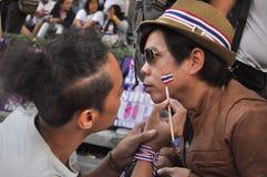 Μπανγκόκ/Ταϊλάνδη - 01 13 2014: Τα κίτρινα πουκάμισα εμποδίζουν τα μέρη της Μπανγκόκ ως τμήμα της λειτουργίας της Μπανγκόκ ` κλει Στοκ Εικόνα
