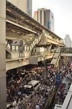 Μπανγκόκ/Ταϊλάνδη - 01 13 2014: Τα κίτρινα πουκάμισα εμποδίζουν Asok ως τμήμα της λειτουργίας της Μπανγκόκ ` κλεισίματος ` Στοκ Εικόνες
