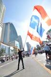 Μπανγκόκ/Ταϊλάνδη - 01 13 2014: Τα κίτρινα πουκάμισα εμποδίζουν Asok ως τμήμα της λειτουργίας της Μπανγκόκ ` κλεισίματος ` Στοκ εικόνες με δικαίωμα ελεύθερης χρήσης