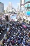 Μπανγκόκ/Ταϊλάνδη - 01 13 2014: Τα κίτρινα πουκάμισα εμποδίζουν Asok ως τμήμα της λειτουργίας της Μπανγκόκ ` κλεισίματος ` Στοκ Φωτογραφία