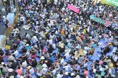 Μπανγκόκ/Ταϊλάνδη - 01 13 2014: Τα κίτρινα πουκάμισα εμποδίζουν Asok ως τμήμα της λειτουργίας της Μπανγκόκ ` κλεισίματος ` Στοκ Φωτογραφίες