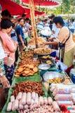 Μπανγκόκ, Ταϊλάνδη - 17 Ιανουαρίου 2015: Μη αναγνωρισμένοι ταϊλανδικοί πωλητές Στοκ εικόνες με δικαίωμα ελεύθερης χρήσης
