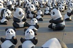 Μπανγκόκ, Ταϊλάνδη - 4 Μαρτίου 2016: Έκθεση της έκθεσης παγκόσμιου γύρου 1.600 εγγράφου mache γλυπτών panda σε βασιλικό Plaza Στοκ Εικόνες